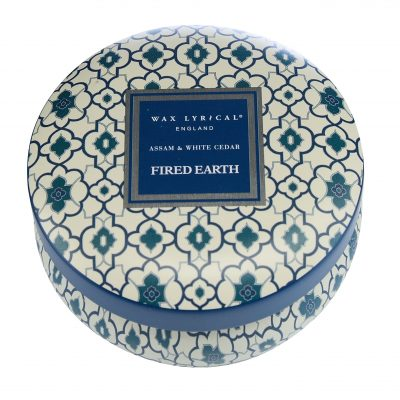 Wax Lyrical geurkaars tin candle assam & white cedar